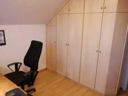 Modernisierte 3,5-Zimmer-DG-Wohnung mit Dachterrasse (Loggia) und EBK in