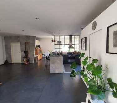 Hinterhof-Loft-Wohnung mit Balkon und Einbauküche in St. Johannis - Krugstraße