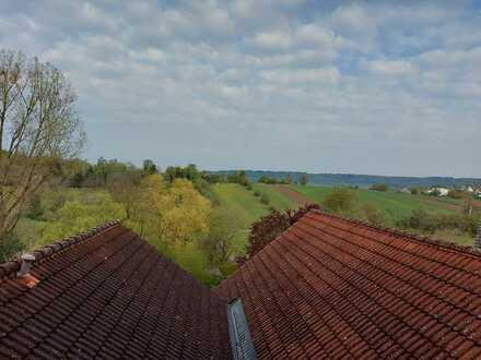 Freundliche 4-Raum-Maisonette-Wohnung mit EBK und Balkon in Keltern