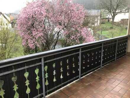 Schöne helle Wohnung mit Balkon in ruhiger Lage von Sailauf zu vermieten !