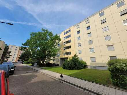 Gepflegte EG-Wohnung mit zwei Zimmern und Balkon in Regensburg