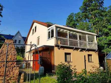 Einfamilienhaus mit viel Platz zum Sanieren in Friedewald - mit eigener Waldfläche zur Erholung.