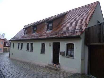 Gepflegte 3-Raum-Erdgeschosswohnung mit Einbauküche in Feuchtwangen