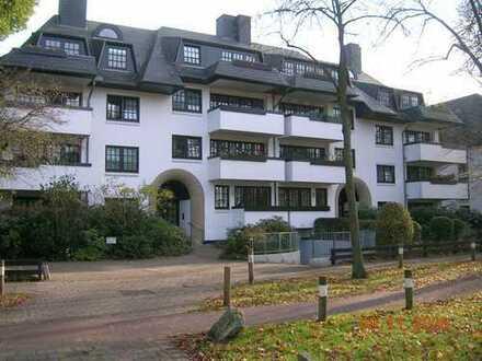 Stilvolle, modernisierte 3-Zimmer-Maisonette-Wohnung mit Balkon und EBK in Bremen