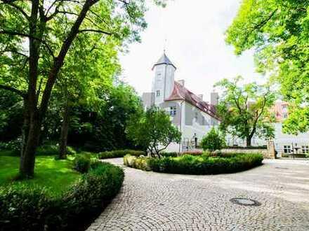 Zuhause auf Schloss Wackerstein: Bezugsfreie 2-Zi.-Maisonette mit Donau-Blick