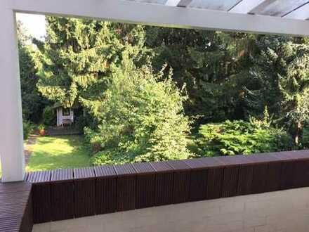 Ruhig gelegene, voll renovierte 2 Zimmer-Wohnung mit wunderschöner Gartenaussicht