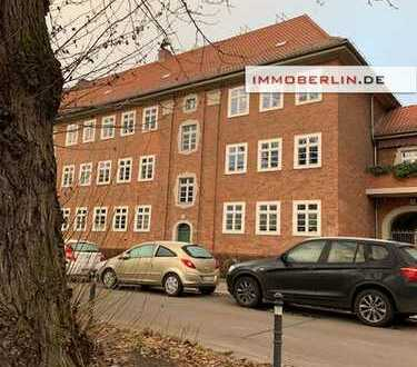 IMMOBERLIN: Toplage Munizipalviertel nahe Weißer See! Vermietete Altbauwohnung mit Loggia