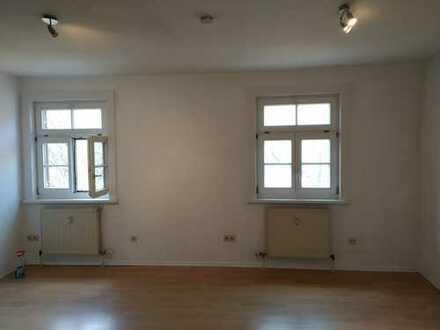 Gepflegte 1-Zimmer-Wohnung im Industriedenkmal in Sinzing