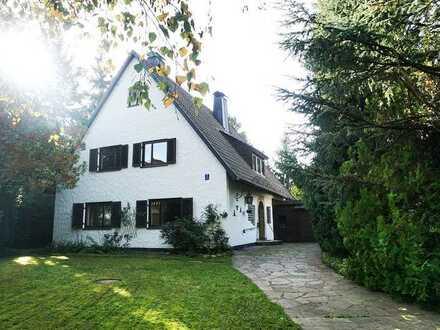 Großzügiges, saniertes freistehendes Einfamilienhaus auf 1.191 m² - Traumgrundstück in Lochhausen