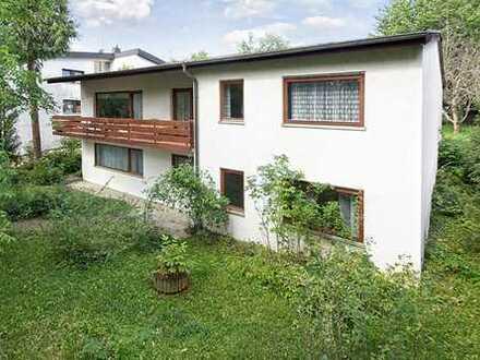 Großzügiges Wohnhaus im Bungalow-Stil mit großem Garten