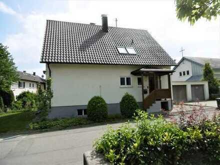 Schönes solides Einfamilienhaus mit großem Grundstück in guter Lage