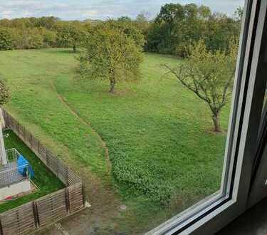 Modernisierte 3-Zimmer-Wohnung mit 2 Balkonen, Einbauküche, Klimaanlage in Maintal-Bischofsheim