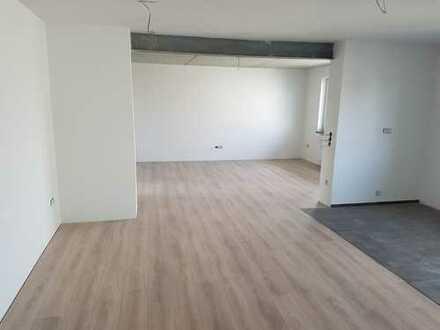 EG, 4 Zimmer-Wohnung mit Stellplatz, separatem WC und hochwertiger Ausstattung; ruhiges Wohngebiet