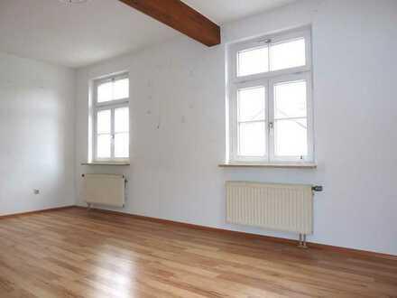 Zentrale Lage! Grosse, helle 3,5 Zimmerwohnung mit Stellplatz in Altshausen.