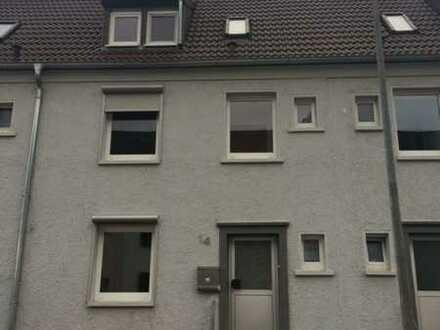 Einfamilienhaus, 4-ZKB mit Studiowohnraum im DG und Garten in Ernstweiler