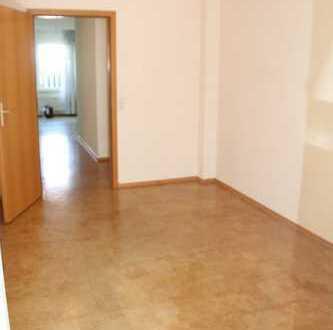 Gepflegte 4,5-Zimmer-Erdgeschosswohnung mit Terrasse und EBK in Backnang