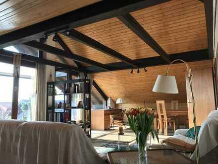 Gepflegte 2-Zimmer-Dachgeschosswohnung mit Balkon und Einbauküche in Bad Schönborn