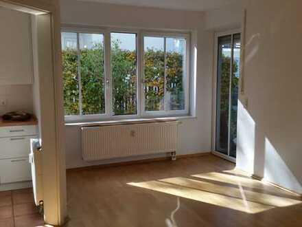 Gepflegte 3-Zimmer-Maisonette-Wohnung m. Terasse, Gartenanteil u. Einbauküche in München-Fürstenried
