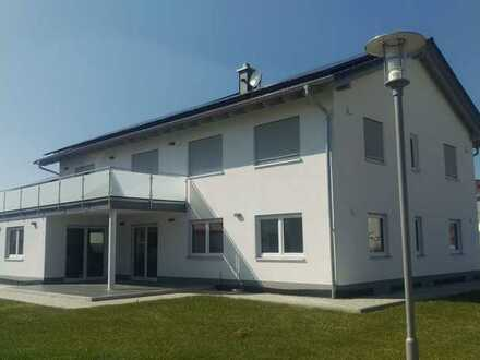 Neuwertige 4-Raum-Wohnung mit Balkon und Einbauküche in Dettingen