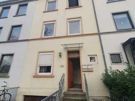 Teilweise renovierte 5-Zimmer-Wohnung mit Balkon in Bremen