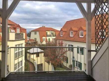 Modernisierte DG Wohnung mit 2 Zimmern sowie Balkon, Loggia und EBK in Bodenheim