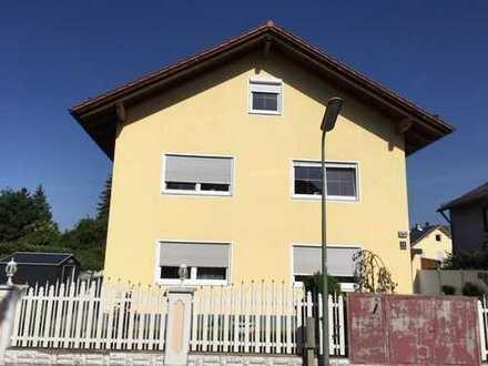 Großzügige 3 Zimmer DG Wohnung im schönen Schwabing-Freimann - teil möbliert
