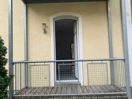 2-Zimmer-EG-Wohnung mit Balkon und Einbauküche in Stein