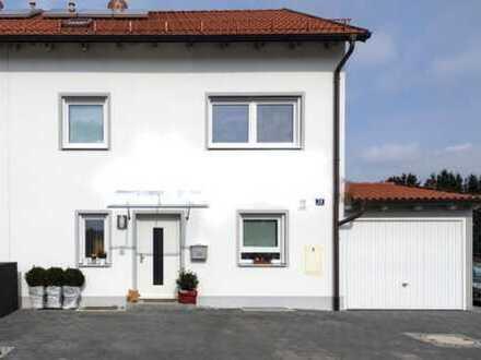 Sehr schöne Doppelhaushälfte mit Garage zentral gelegen in Moosburg
