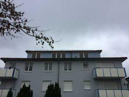 Gepflegte 4-Zimmer-Penthouse-Wohnung mit Balkon und EBK in Magstadt