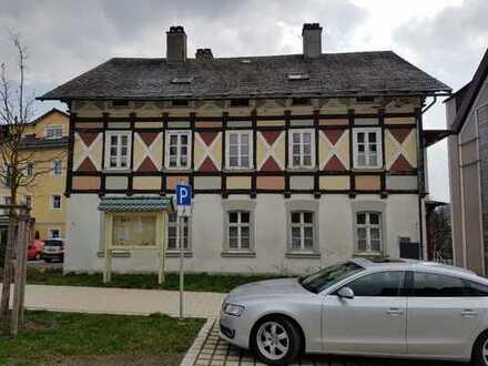 Erstbezug nach Sanierung: Bestlage - 5-Zimmer-Wohnung in Bad Steben