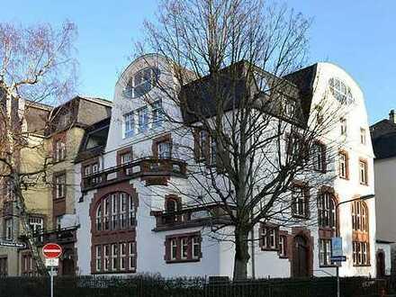 Traumhafte 5-Zimmer Wohnung (188 qm) mit 2 Balkonen in denkmalgeschützten Altbau