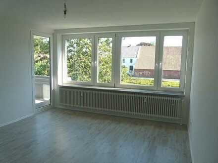 Top sanierte 4 - Zimmerwohnung mit 2 Balkonen ! Einzugsbonus 1 x Nettokaltmiete frei !