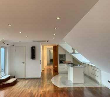 Renoviertes, teilmöbliertes, helles Penthouse mit großer Dachterrasse u.Einbauküche in Ddf Derendorf