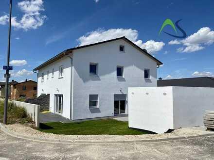 Neubau DHH mit zwei Terrassen, Keller, Garage und Stellplatz