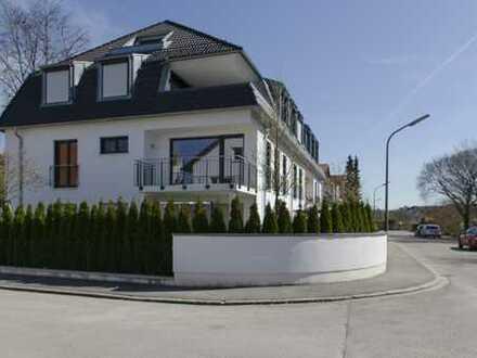 Tolle, helle 3-Zi-Wohnung mit Luxus-EBK in Stadtvilla. Am Zamilapark.
