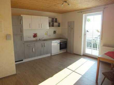 helle, gepflegte 1,5-Zimmer-Wohnung mit Balkon und EBK in Bayern - Frechenrieden