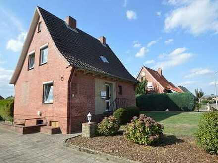 Gemütliches Einfamilienhaus mit großem Garten in der Steinfeldsiedlung
