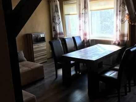 Preiswerte, vollmöblierte 2-Zimmer-Wohnung mit Einbauküche in Laußig