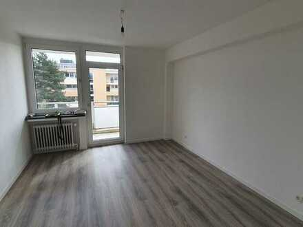 TOP-sanierte 3 Zimmer-Wohnung mitten in Bochum zu vermieten!