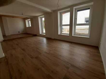Erstbezug nach Sanierung: günstige 5,5-Zimmer-Wohnung mit EK, Terrasse und Garten in ST Nördlingen