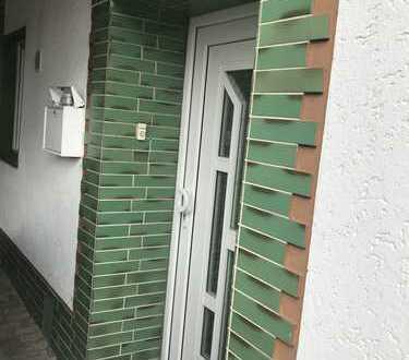 Gepflegte 2,5-Zimmer-EG-Wohnung mit Einbauküche in Grafschaft
