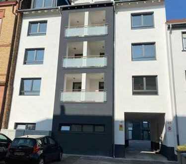 Erstbezug: exklusive 2-Zimmer-Wohnung mit Einbauküche und Balkon in Rheinau