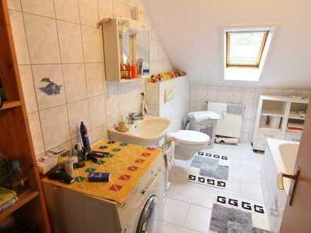 Gemütliche Wohnung in gepflegtem 3-Familienhaus in zentraler Lage von Friedrichsfeld
