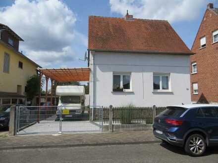Ideal für 2-3 Personen - Liebevoll renoviertes Einfamilienhaus mit Nebengebäuden und Garten!