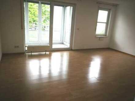 Exklusive, geräumige 1-Zimmer-Wohnung mit Wintergarten und Einbauküche von Privat in Stuttgart