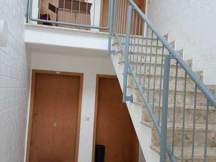 Gepflegte 2,5-Raum-Maisonette-Wohnung mit Balkon und Einbauküche in Gummersbach