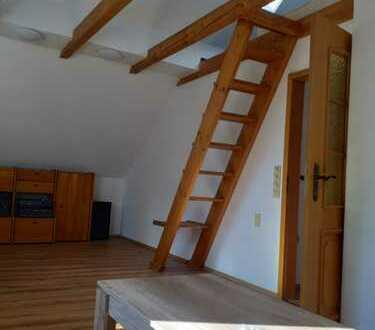 Stilvolle 2-Zimmer-DG-Wohnung mit EBK in München Moosach, möbliert auf Zeit zu vermieten