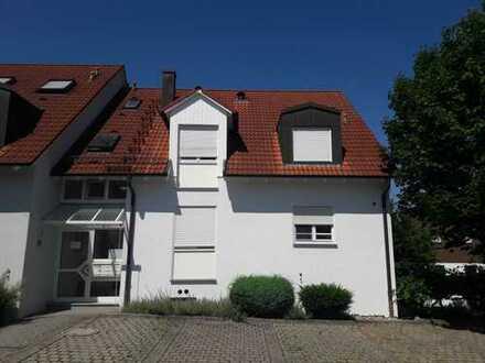 Kleine 2-Zimmer-Wohnung mit Terrasse und Gartenanteil