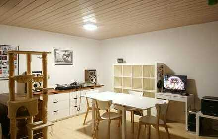 Helle gut geschnittene 2 Zimmer Dachwohnung
