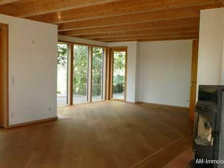 Wohnen wie im eigenen Haus! Hochwertige, ruhige und sonnige EG-Wohnung mit Garten und viel Platz